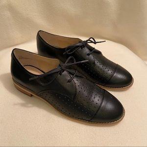 ✨NWT Tesori Perforated Loafers